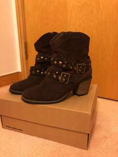 SOULCAL & CO Suede Brown Buckled Boots 咖啡色絨面靴