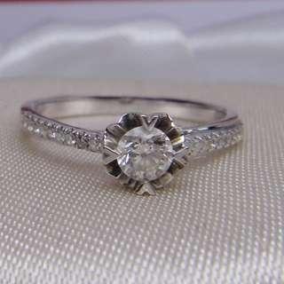 綻放鑽石白k戒 鑽石戒指 k金戒指 鑽戒 K金鑽石戒指  二手鑽石 二手 回收 流當 寄賣 1.83g 主鑽約0.2ct 配鑽約0.18ct k金回收 K金換現金