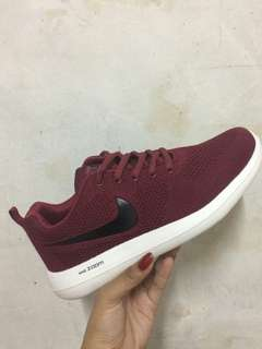 NIKE ZOOM (rubber shoes)