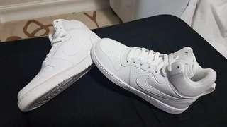 Brandnew white Nike shoes