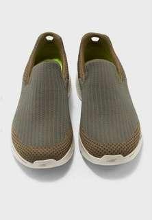 Sepatu SKECHERS GO WALK 4 AMPLIFY, Olive. Men. 54175OLV.
