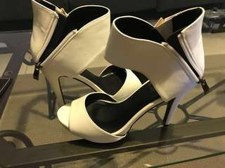 White therapy heels size 8