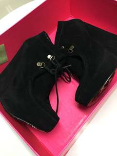 ⚫️Size 7 Betsey Johnson Booties