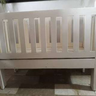 wooden white crib