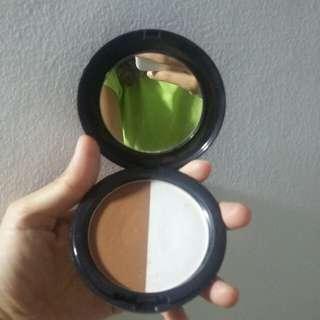 Pixy Highlight and Contour Powder / Bronzer
