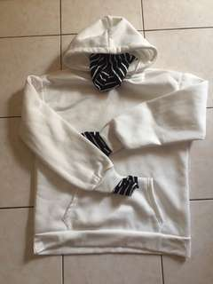 White oversize korean hoddie