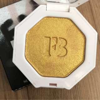FENTY BEAUTY HIGHLIGHTER IN TROPHY WIFE