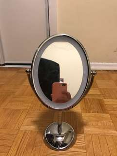 Vanity mirror // for girls who likes to do their make ups!!