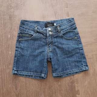 Celana pendek jeans mom