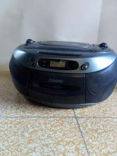 Radio cassette recorder with Cd