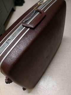 舊款行李箱