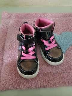 Sepatu anak no 24
