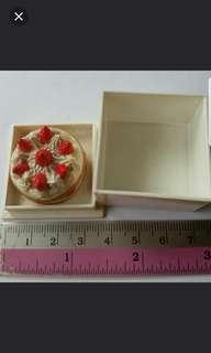 Miniature  strawberry cake in a box