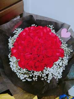 Red Roses Bouquet / flower bouquet / delivery surprise gufts