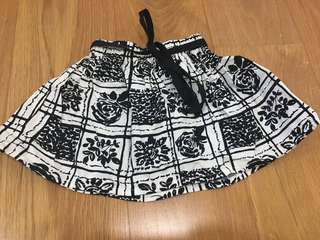 Girl's skirt 1-2y