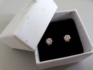 22k Gold plated stud earings with Cubic Zircon Diamond Detailing