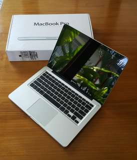 Macbook Pro 13' 2010, 8GB DDR3 RAM, mint condition with Box & accessories
