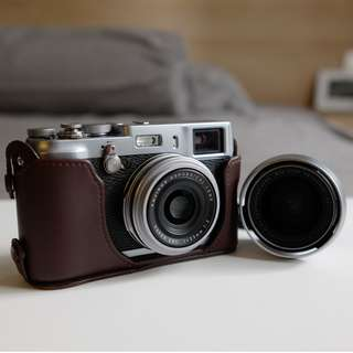 Fujifilm X100S (Included Fujinon Wide Conversion Lens and Accessories)