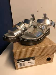 SNRD 涼鞋