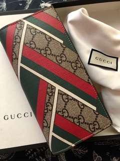 Gucci Chevron GG Supreme Canvas Bifold Wallet
