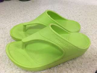 Monobo Sandals