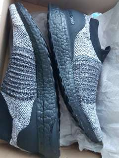 Adidas Ultraboost laceless black sole