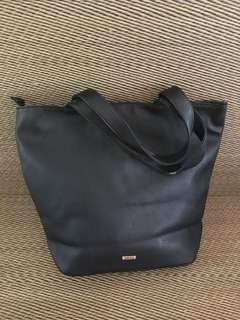 Defect: Brand new Old stock Original Aldo PU leather tote bag