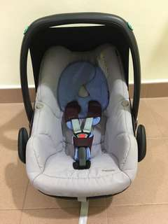 Maxi Cosi Pebble Infant Carrier .