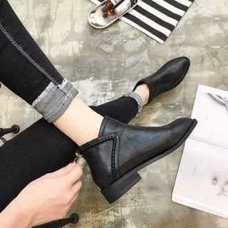 歐美縫線低跟粗跟尖頭裸靴/黑色37號