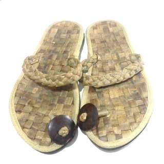 Sandal anyam