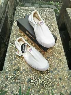 NEW with tag Sepatu slip on converse
