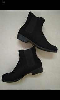 Boots hitam footin