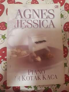 Novel Piano di Kotak Kaca by Agnes Jessica
