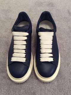 彩籃色休閒鞋