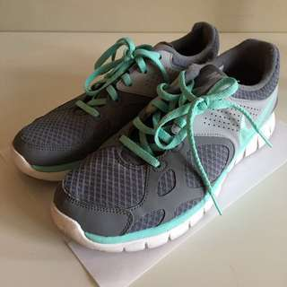 Nike running shoes (US 9)