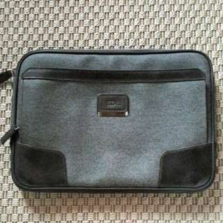 TUMI man pouch, 99% like new