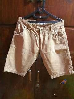 Celana Pendek Khaki