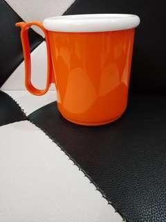 Gelas minum tupperware