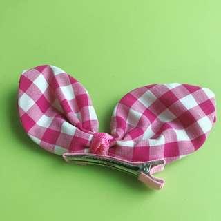 🚚 粉紅格子小髮夾