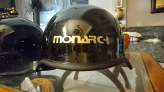 Helmet monarch