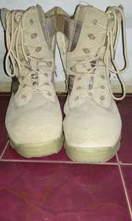 Di jual sepatu gunung merk delta