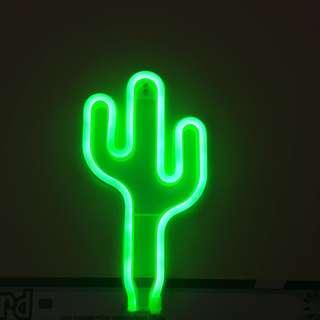 Lampu neon kaktus