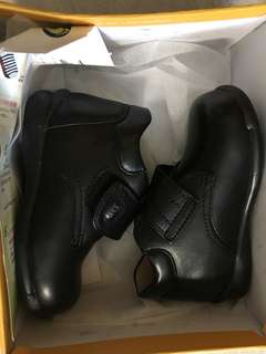 Dr Kong返學黑鞋