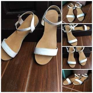 Preloved Flat Sandals