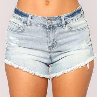 BNWT🎉 FASHIONNOVA Miranda Distressed Denim Shorts in Acid Blue Wash, Size 1