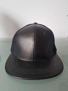 snapback leather hitam