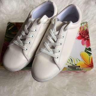 Amazara white sneakers