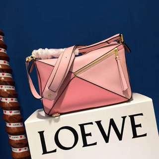 Loewe Puzzle Bag當屬明亮多變的Puzzle手袋
