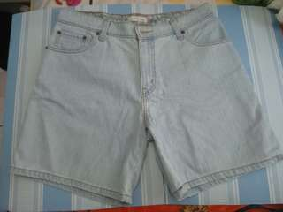 Levis short for women size 32