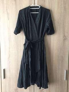 🚚 🔻圍裹式洋裝 綁帶洋裝 深灰色棉質 大V領 不規則裙襬